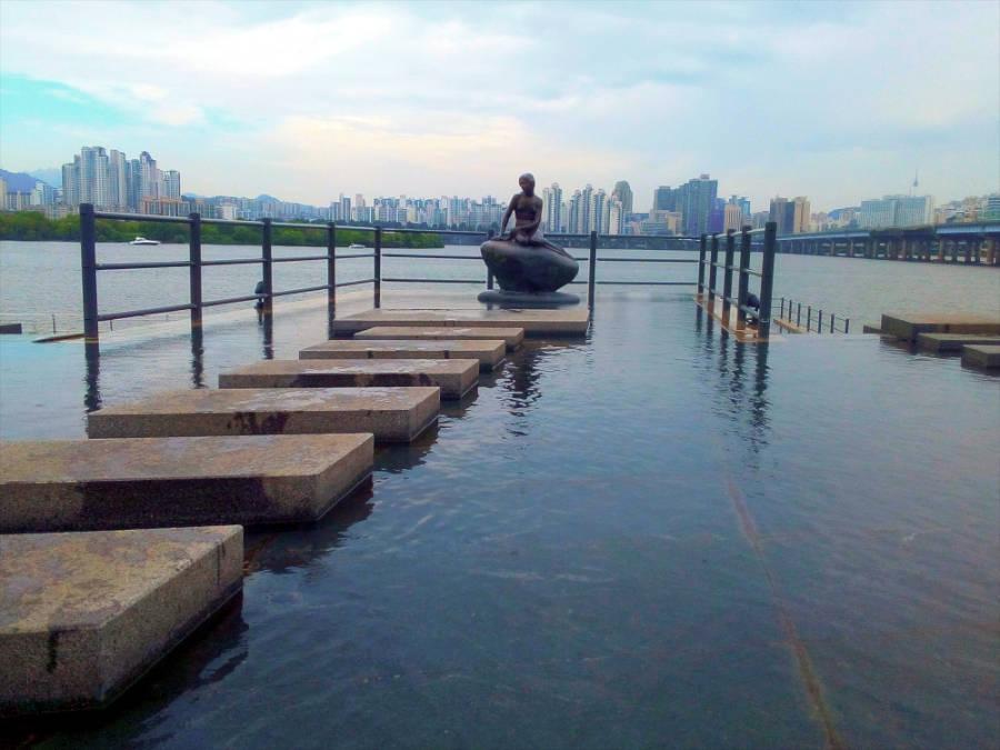 kleine Meerjungfrau Statue in Seoul am Han Fluss